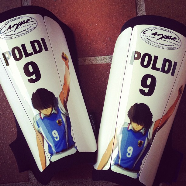 lukas-podolski-shin-guards
